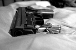 150202_black-and-white-gun-1409524-m.jpg